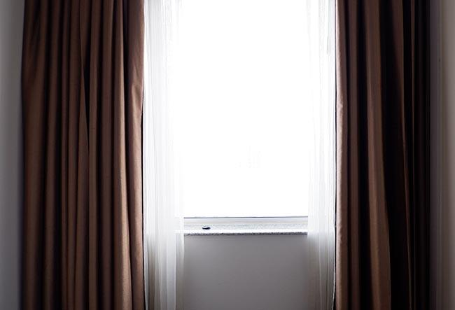 comprar-tela-oscurante-para-cortina-habitacion-decoracion-tienda-valencia